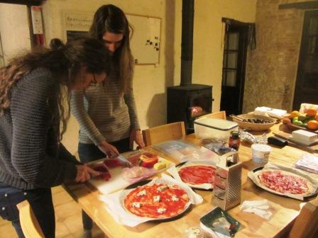 Making pizza at La Selve
